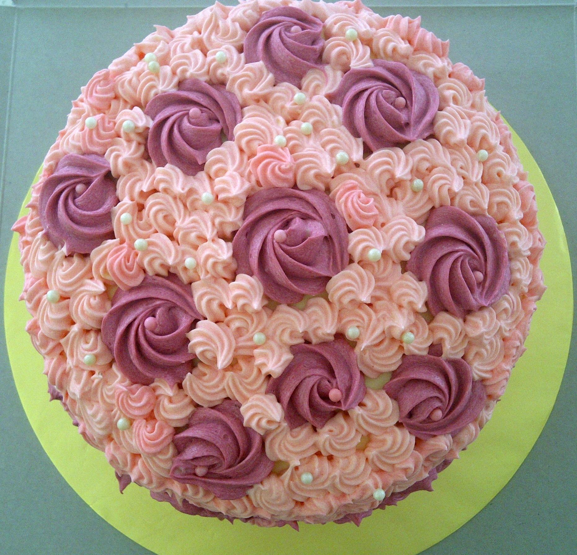 Hantaran rainbow cake with creamcheese toppng, flowery design.